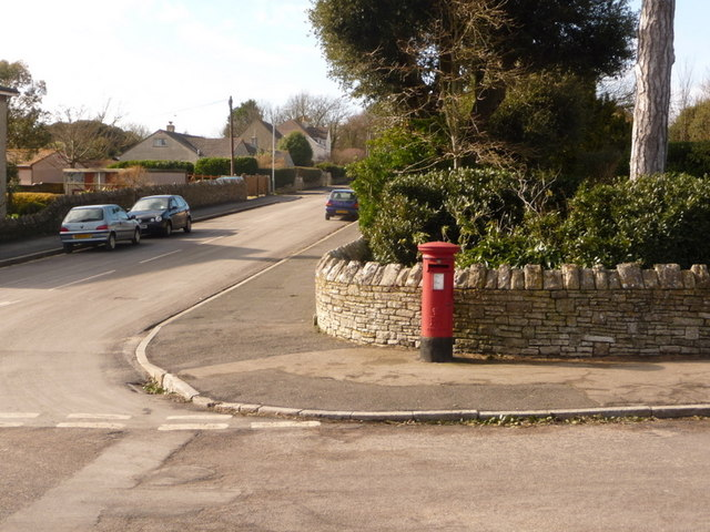 Swanage: postbox № BH19 116, Durlston Road