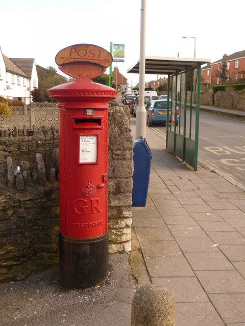 Herston: postbox &#8470; BH19 74, High Street