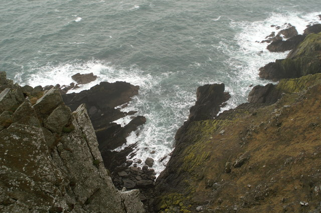 Looking over the cliffs at Howstrake