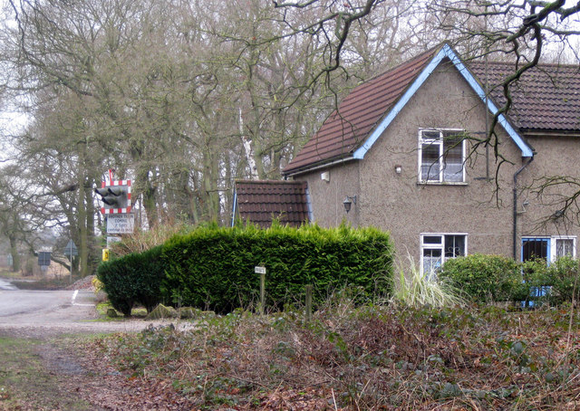 Gatehouse and level crossing