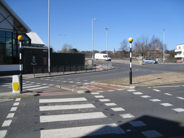 Approach to Stonehouse Bridge