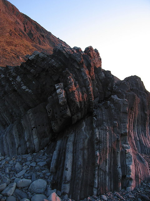 Folded and cracked strata below Allt Wen
