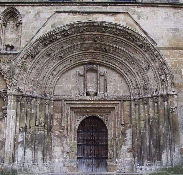In Dunstable Bedfordshire: Norman West Door, St Peter's, Dunstable © Rob Farrow