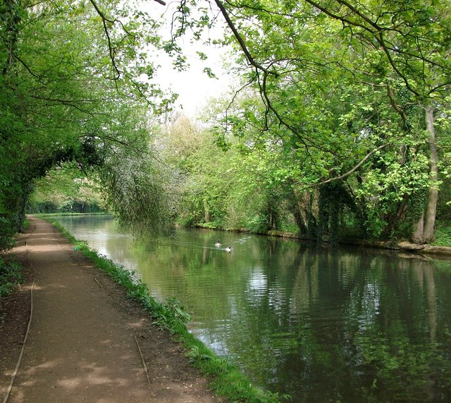 Grand Union Canal towpath Apsley to Hemel Hempstead
