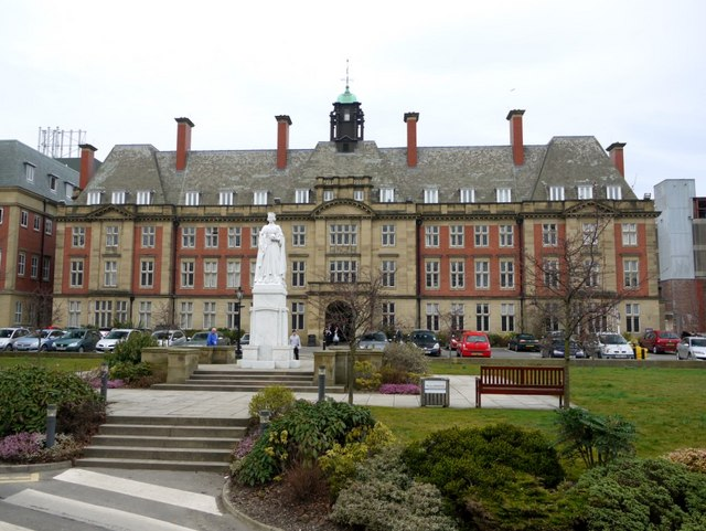 Statue of Queen Victoria, Royal Victoria Infirmary