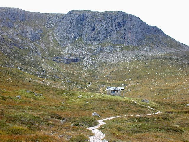 Approaching the Hutchison Memorial Hut