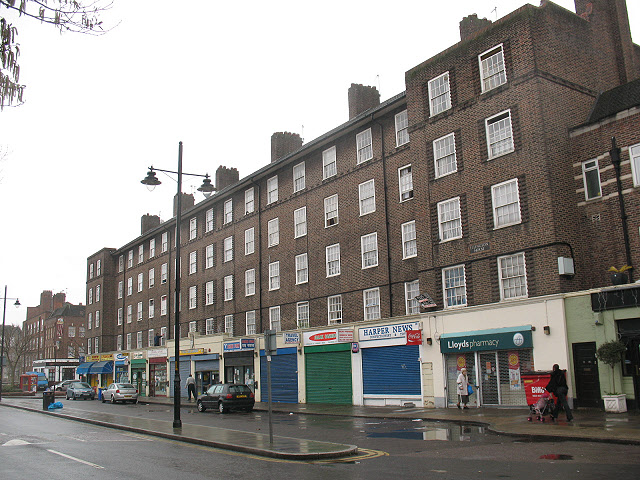 Ellington House and shops, Harper Road