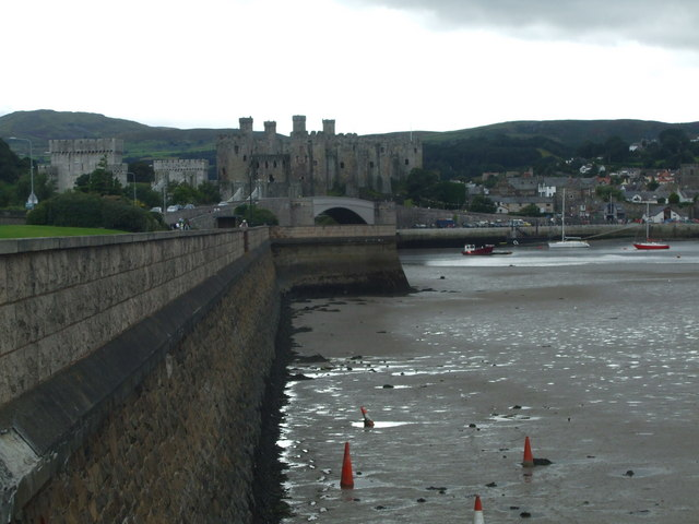 Mud by Conwy embankment