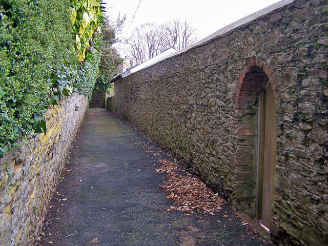 Wellswood Path