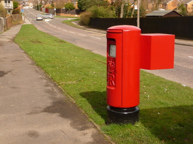 Creekmoor: postbox № BH17 270, Beechbank Avenue