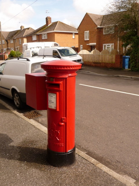 Waterloo: postbox № BH17 246, Milne Road