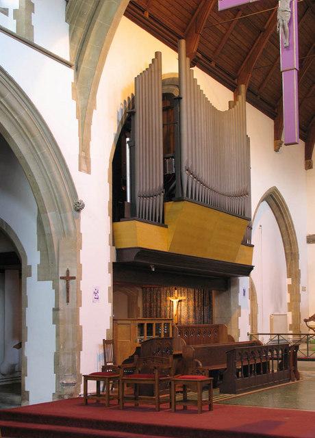 St Saviour, Grand Drive, Raynes Park, Merton - Organ