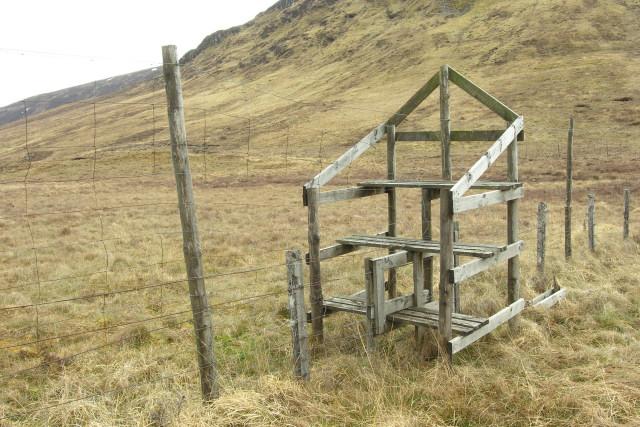 Deer fence stile