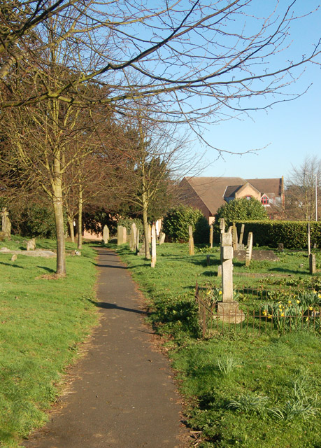 Daventry: path in Holy Cross churchyard