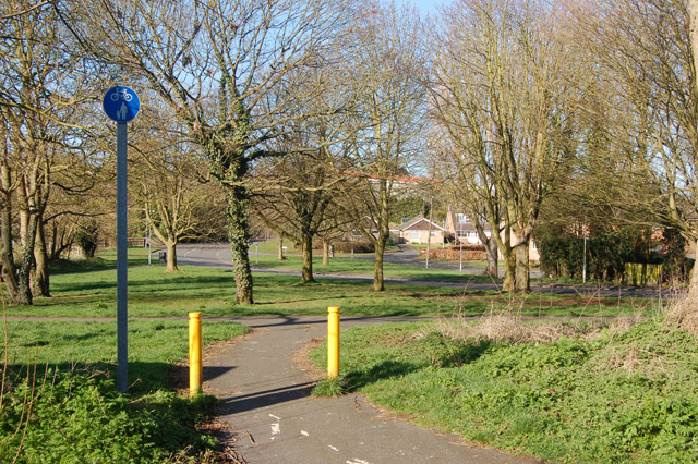 Daventry: paths near Fraser Close