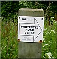 TL1291 : Protected road verge sign on Morborne Hill by Andrew Tatlow