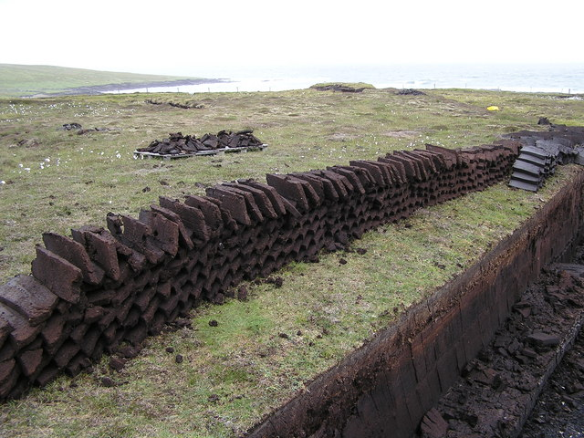 Peats and peat bank near Vaivoe, Whalsay
