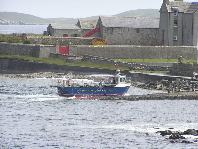 Mousa ferry, 'Solan IV', arriving at Sandsayre
