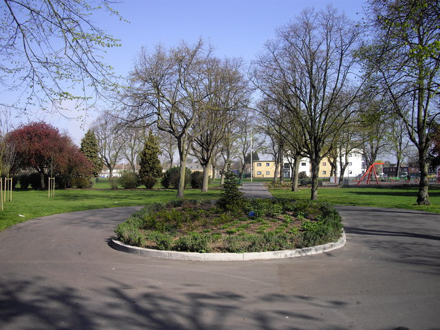 Pathway within Cottons Park Romford