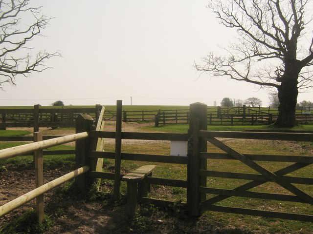 Footpath junction near Combwell Priory Farm