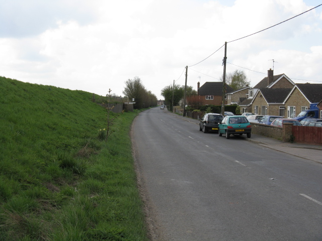Guyhirn - High Road, looking southwest
