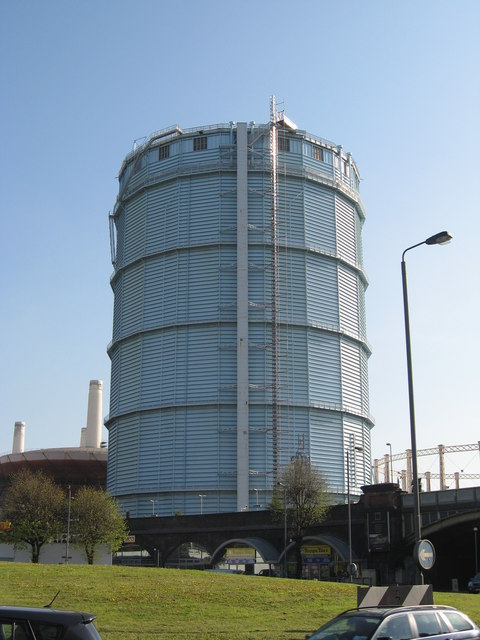 Near Gas Station >> Gas Holder by Battersea Railway Station © Richard Rogerson :: Geograph Britain and Ireland