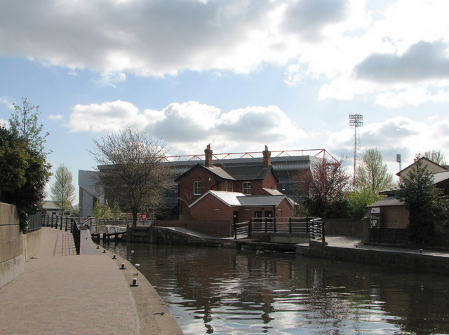 Meadow Lane Lock And The City Ground 169 John Sutton Cc By