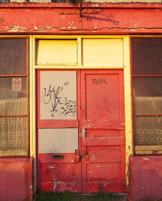 Barber Shop Bangor : j5081 red doors bangor near to bangor ireland