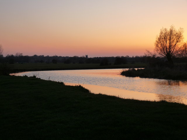 Spring sunset afterglow over the Stour at Flatford
