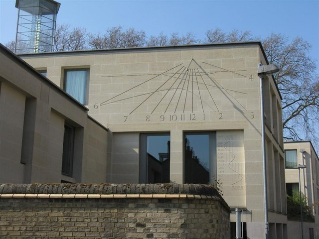 Modern sundial on Tennis Court Road