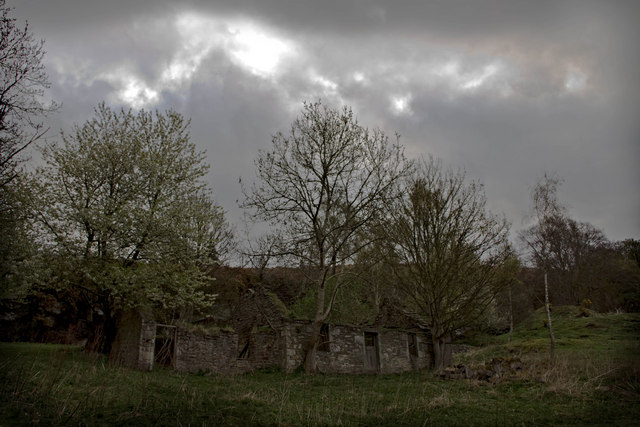 Ruined quarry cottage on Pitscandly Hill