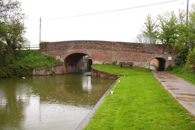 The B3101 bridge over the Kennet & Avon Canal