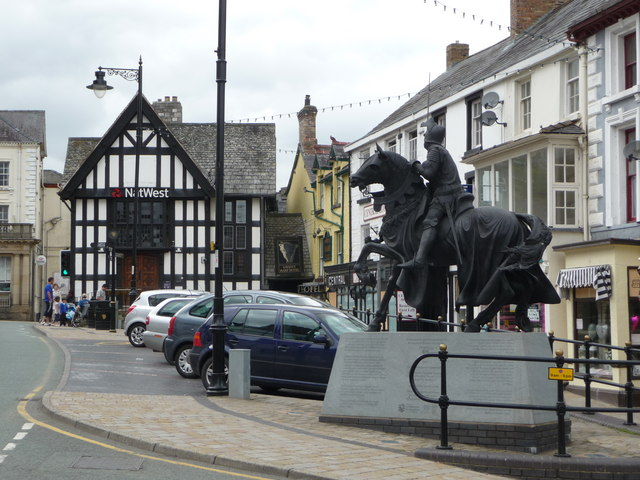 Statue commemorating Owain Glyndwr, Corwen