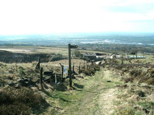 Signpost for path above Montcliffe Quarry