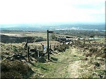 SD6612 : Signpost for path above Montcliffe Quarry by Raymond Knapman