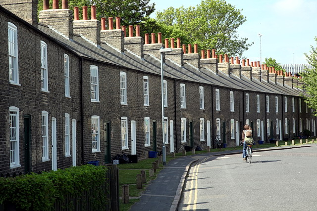 Terraced houses in lower park street rob noble cc by sa for Terrace house