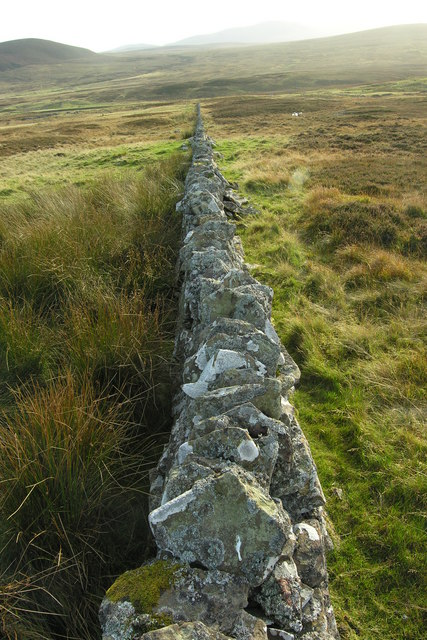 Dry stane dyke field boundary above Leathad Breac