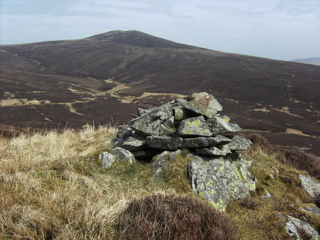 NY278299 Cairn on Hare Crag looking to Great Calva