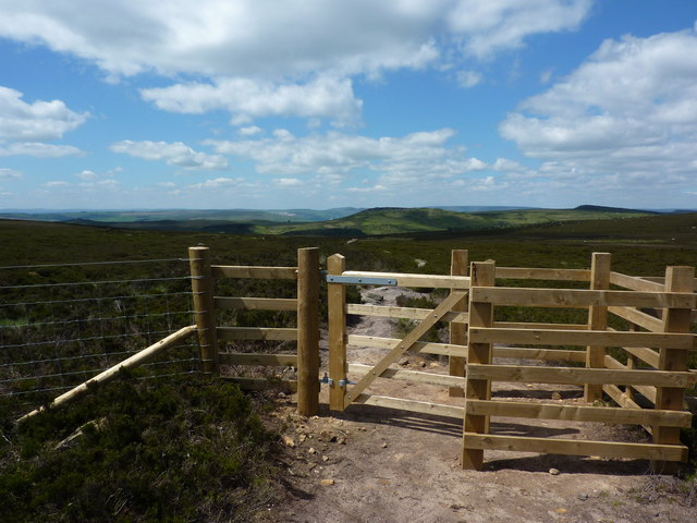 New gate and fencing on Burbage Moor
