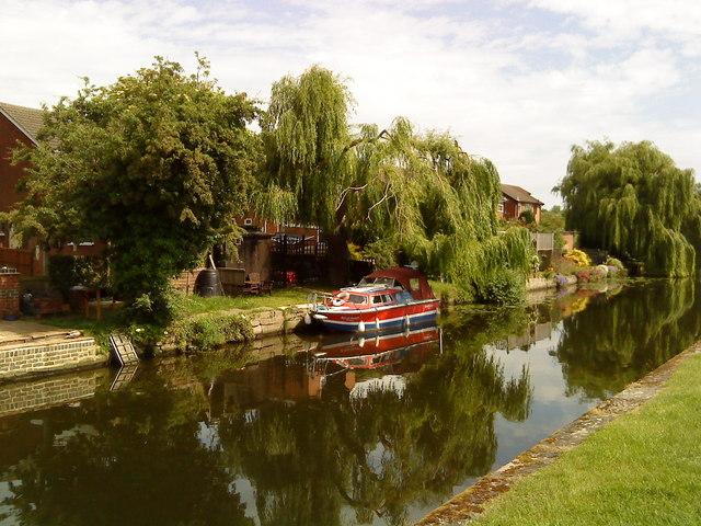 Canalside gardens