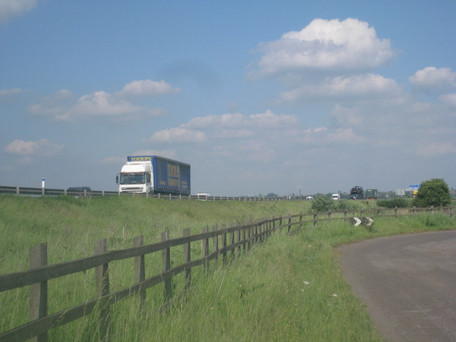 Traffic on M180 seen from Carr Dyke Road