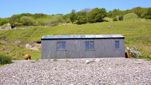 Corrugated-iron-clad beach house on the shore at Brochel