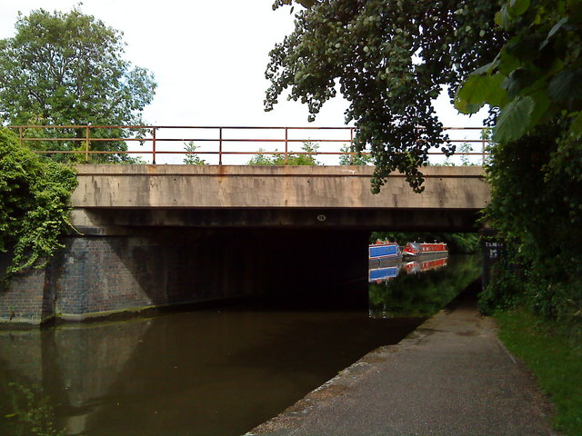 The Midland Railway crosses the Beeston Canal