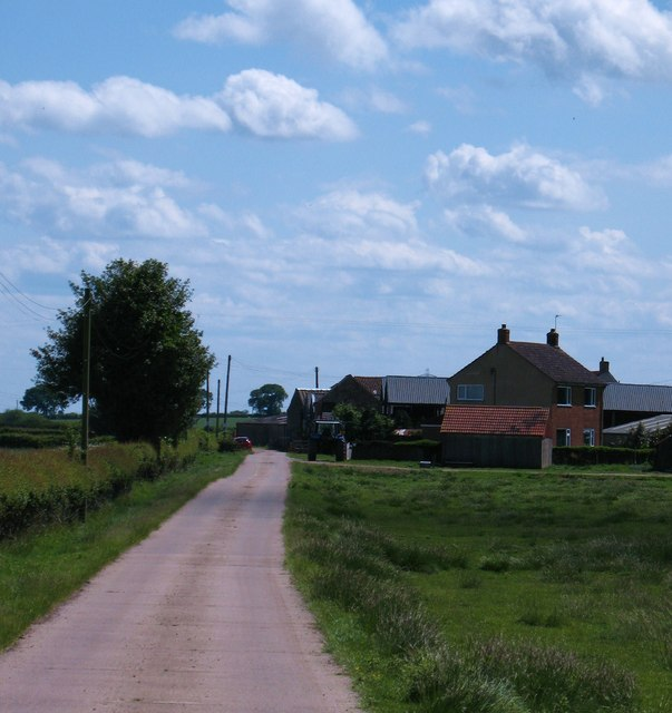 Bridleway and farm road, Low Osgoodby Grange