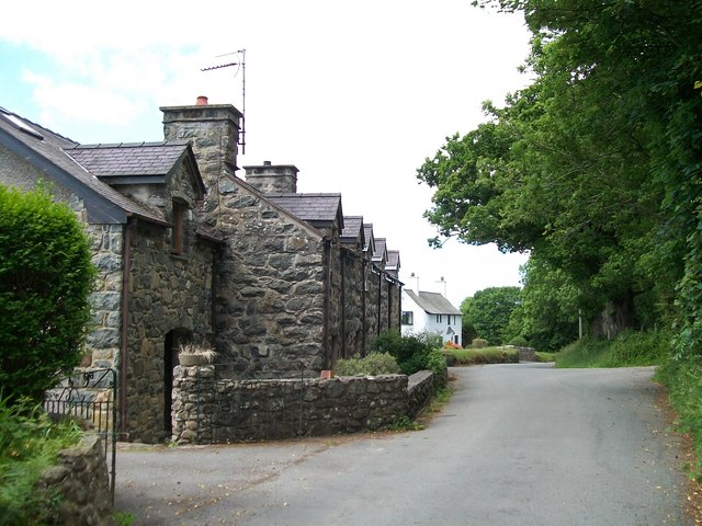 Cottages on the north-eastern outskirts of Llanystumdwy