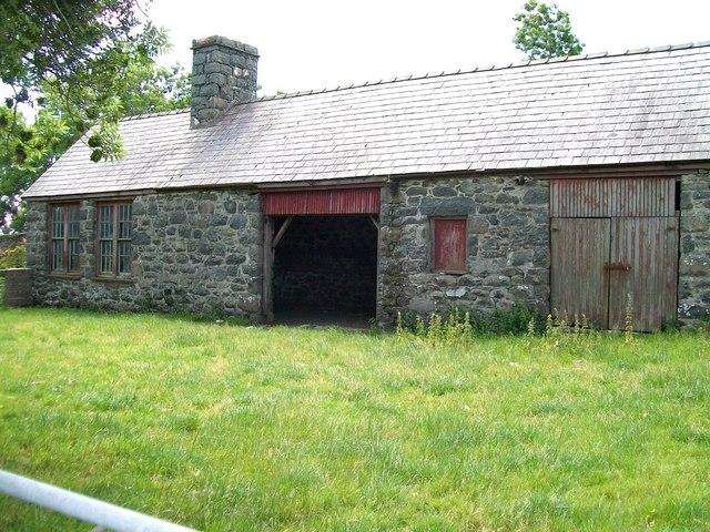 Disused coach house at Gwynfryn