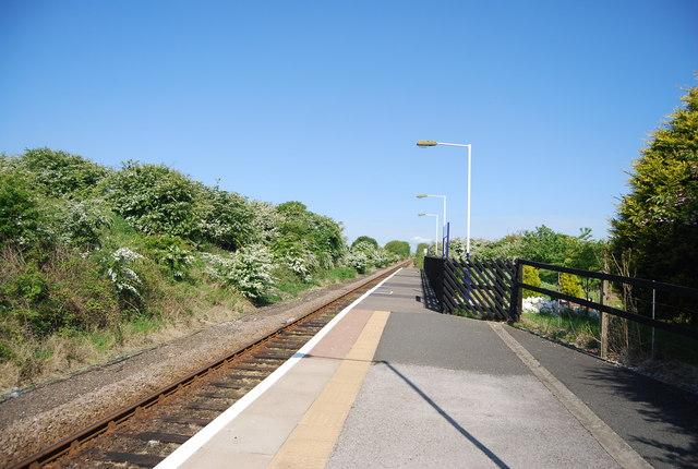 Single line through Bempton Station