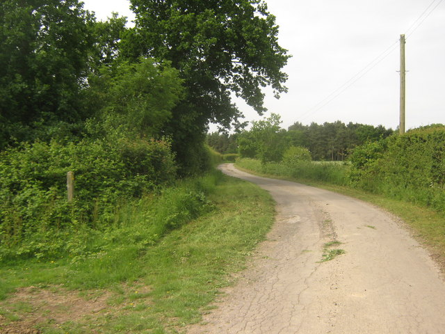 Footpath junction near Barrack Farm (2)