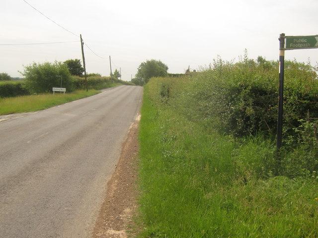 Footpath crosses Appledore Road