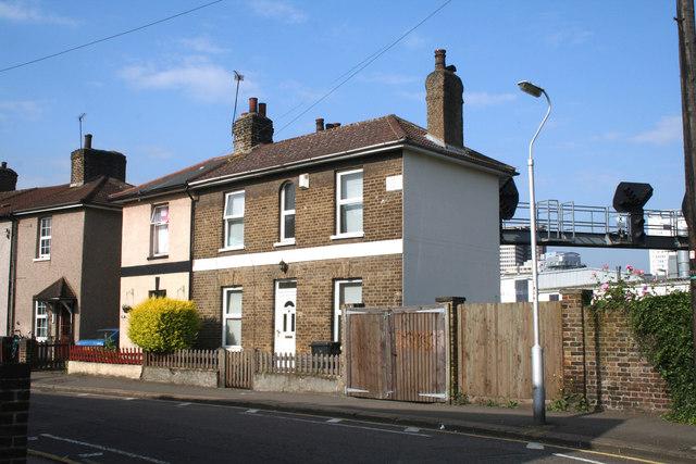 Croydon:  57 Cross Road